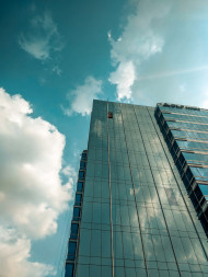 Free photo of Blue glass building under sky