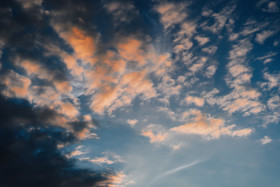 Free photo of Colorful clouds in blue sky