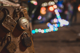 Free photo of Selective focus Packlock photography