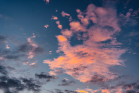 Free photo of afterglow of Sunset in cloudy blue sky