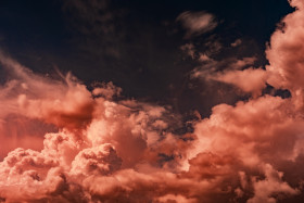 Free photo of Red clouds in blue sky