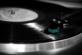 Free photo of Musical Instrument, Record Player, Gramophone Record, Electronic Instrument and Entertainment